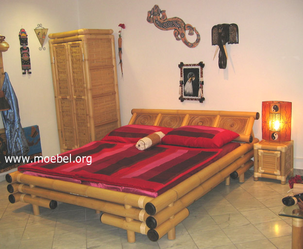 bambusbett betten mit bananenblatt und holzkappen. Black Bedroom Furniture Sets. Home Design Ideas